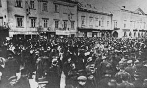 Jaennerstreik_WrNeustadt-vor-dem-Rathaus